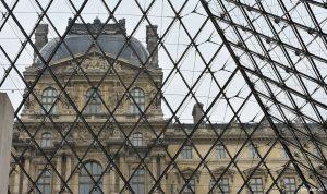 Visitar o museu do Louvre em Paris