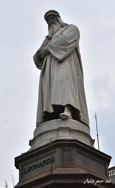 Estátua de Leonardo em Milão